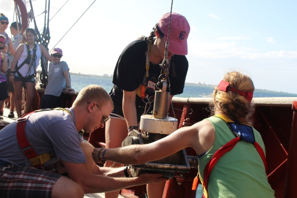 Life at Sea: Days One and Two of S'19's Offshore FieldSeminar